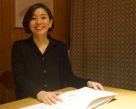 """まつもと・はるの 1984年、東京都生まれ。絵本作家、イラストレーターとして活躍。「モタさんの""""言葉""""」(講談社)シリーズの絵を担当した=2015年3月12日、石戸諭撮影。"""