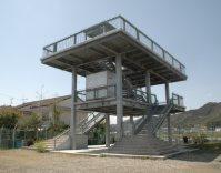 高知県黒潮町の沿岸部に設置された津波避難タワー=2012年3月、小坂剛志撮影