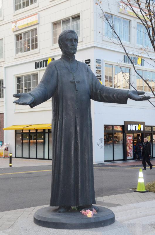 【画像】彫刻家、市のために作ったブロンズ像に違和感「イメージ違う」と自腹で作り直す お前ら違い分かるよな