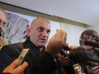 シリアでISに拘束されていた日々を報道陣に語るジャック・ムラド神父=ローマで2015年12月10日