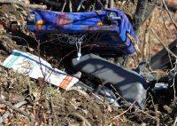 転落した衝撃で屋外に投げ出されたバスの座席=長野県軽井沢町で2016年1月15日午前9時40分、宮間俊樹撮影