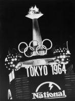 オリンピック気分を盛りあげる銀座の聖火ネオン