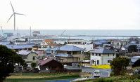海を望む五色の町並み=兵庫県洲本市五色町で、倉田陶子撮影