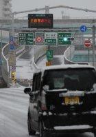 通行止めになった福岡都市高速=福岡市博多区で2016年1月24日午前9時25分、田鍋公也撮影