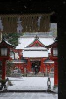 積雪した福岡市中心部にある神社=福岡市中央区で2016年1月24日午前9時52分、和田大典撮影