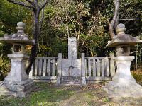 通法寺跡にある源頼義の墓=大阪府羽曳野市で、松井宏員撮影
