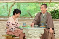 """<プロフィル>桂文枝(かつら・ぶんし) 1943年、大阪府生まれ。生後11カ月で父親を戦争で失う。1966年、桂小文枝(のちの五代目桂文枝)に入門。桂三枝と名付けられる。1967年、入門からわずか11カ月でラジオ「歌え!MBSヤングタウン」のレギュラーに。1983年、創作落語「ゴルフ夜明け前」で文化庁芸術祭 大衆芸能部門大賞受賞。2003年、上方落語協会・会長就任。2006年、落語専門の定席""""天満天神繁昌亭""""開席。紫綬褒章受章。2012年、六代目 桂文枝を襲名。2015年、「新婚さんいらっしゃい!」が同一司会者によるトーク番組の最長放送としてギネス世界記録に認定される。"""