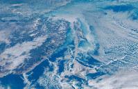 1月30日午前11時のひまわり8号の可視画像。オホーツク海に流氷が分布する様子をとらえている