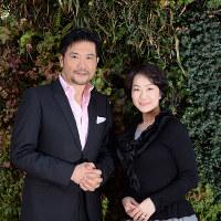 別所哲也さん(左)と奥野史子さん=望月亮一撮影