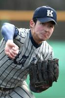 投球練習する山崎=久保玲撮影