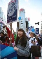 高校生らで作る団体「T-ns SOWL」が呼びかけた安保法制反対を訴えるデモ=東京都渋谷区で2016年2月21日午後4時48分、後藤由耶撮影