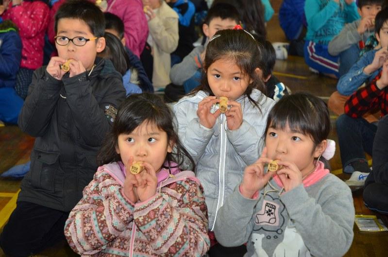 【画像】女子小学生に上目遣いで咥えさせるイベントが開催 [無断転載禁止]©2ch.net [399583221]->画像>6枚
