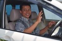 元テロ受刑者のマフムディ・ハリオノさん。現在は更生し、レンタカー・ハイヤー業などを営む=インドネシア・ジャワ島中部スマランで