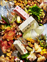 花々に映えるフランスの伝統菓子「ヌガー・モンテリマール」 撮影・石丸直人 コーディネート・田中夕香子
