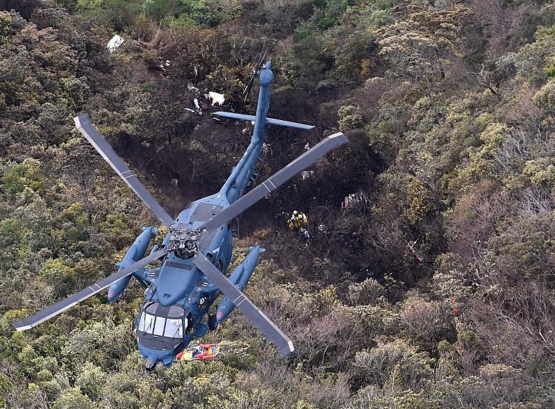 空自機不明:山中に残骸、残る2...