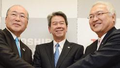不正会計を主導したとされる東芝の歴代3社長。左から西田厚聡氏、田中久雄氏、佐々木則夫氏=2013年2月26日、木葉健二撮影