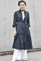 シンプルだがスタイリッシュなユニクロアンドルメールの服=日本ファッション協会提供