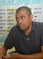 外国籍コーチの有効性について語るブラジル陸上競技連盟のゴメスさん=小林悠太撮影