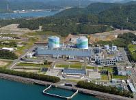 稼働中の九州電力川内原子力発電所=鹿児島県薩摩川内市で2015年10月、本社ヘリから矢頭智剛撮影