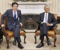ホワイトハウスでの会談に臨む安倍首相とオバマ米大統領=米ワシントンで2015年4月28日、共同