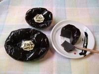 石炭の塊を思わせる羊かん「黒ダイヤ」。黒糖の甘みが特徴だ