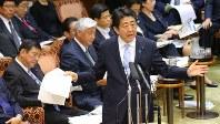 参院予算委員会で質問に答える安倍晋三首相=2016年5月17日、長谷川直亮撮影