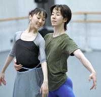 奥村康祐(右)と米沢唯=丸山博撮影