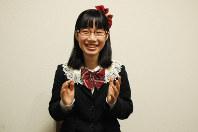 18歳選挙権について高校生に出前授業で意義を伝える意気込みを語るたかまつななさん=東京都新宿区の笑下村塾で2016年5月25日、大村健一撮影