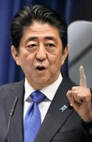 記者会見で消費増税再延期を表明する安倍晋三首相=首相官邸で2016年6月1日