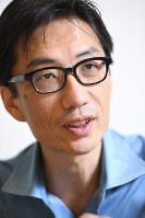 湯浅誠さん=2016年5月27日、中村藍撮影
