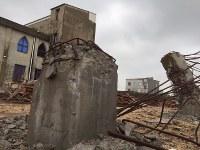 破壊された教会の鉄骨が無残な姿で残されている=中国・福建省で16日