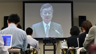 株主総会に臨むシャープの高橋興三社長=2016年6月23日、小関勉撮影