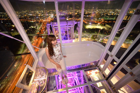 Photo Special: Japan's tallest Ferris wheel, with glass floor, ready to spin