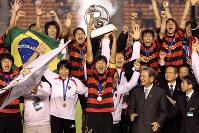 2009年のACL決勝で優勝し、喜び合う韓国・浦項の選手ら=佐々木順一撮影