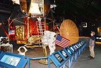 アポロ計画で使われた月面着陸船の実物大模型=石川県羽咋市のコスモアイルで、金志尚撮影