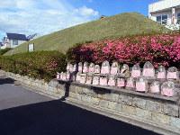 「平野御土居」には石仏が並べられている=京都市北区で、八重樫裕一撮影