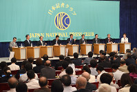 党首討論会に臨む9党党首=東京都千代田区で6月21日、丸山博撮影