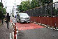 名古屋市昭和区広路本町の市道に設けられたハンプ