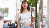 渋谷を中心に人気が再燃しているオフショルダーのトップス=日本ファッション協会提供