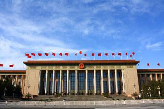 中国福建省・平潭島にある看板。「両岸(中台)はひとつの仲のいい家族だ」などと書かれている=2016年1月6日、林哲平撮影
