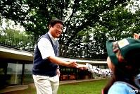 <プロフィル>加藤積一(かとう・せきいち)/幼稚園園長 1957年、東京都生まれ。大学卒業後、食品関連の会社勤務を経て、父が営んでいた「ふじようちえん」を引き継ぐ。独特の園舎とユニークな教育方針は海外からも注目を集め、OECD(経済協力開発機構)学校施設好事例 最優秀賞など表彰多数。現在、保育所や託児所も含め合計700人以上の幼児と100人の先生・職員を抱える日本最大級の幼児教育施設を妻と二人三脚で運営している。既に大学生の息子が2人。毎朝4時30分に行う散歩が日課で四季折々感じたことを子ども達と共有するのが一番の楽しみだという。59歳。