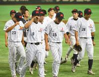 【名古屋市(三菱重工名古屋)3−4東京都(東京ガス)】試合に敗れ、引きあげる三菱重工名古屋の選手たち=東京ドームで2016年7月23日、野田武撮影