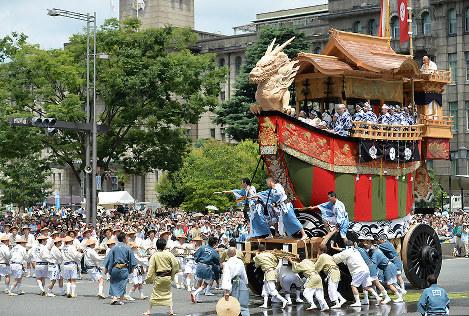 Photo Special: Float parade highlights Kyoto Gion festival