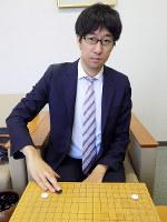 「リーグ入りと、昨年出場したNHK杯に毎年出られるような棋士になりたい」と話す村松大樹六段=大阪市北区の日本棋院関西総本部で、新土居仁昌撮影