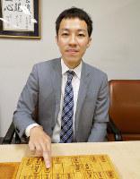 「プロ棋士として今が勝負のとき」と話す西川和宏五段=大阪市福島区の関西将棋会館で、新土居仁昌撮影