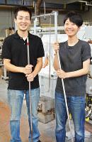 ガラス作家の森康一朗さん(左)、智恵子さん夫妻=富山市古沢の富山ガラス工房で、青山郁子撮影