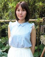 シンガーソングライターの半崎美子さん=大阪市北区の毎日新聞大阪本社で、安田美香撮影