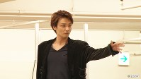 <プロフィル]>井上芳雄(いのうえ・よしお) 俳優。1979年福岡県出身。小学4年生の時に「キャッツ」を観てミュージカル俳優を目指す。東京芸術大学音楽学部声楽科在学中の2000年にミュージカル「エリザベート」の皇太子ルドルフ役でデビュー。 舞台を中心に活躍し「ミー&マイガール」「モーツァルト!」など出演作は高い評価を受ける。ストレートプレイにも挑戦する一方で、CD制作、コンサート等の音楽活動も意欲的に行い、近年はテレビ・映画など映像にも活動の幅を広げている。第63回芸術選奨文部科学大臣新人賞ほか多数受賞。「生まれ変わったら鳥になりたい」と言うほどインコを愛し、携帯ケースや楽屋道具にもインコの絵柄が多い。