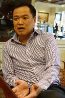インタビューに答えるタイ誇り党のアヌティン・チャーンウィラクル党首=バンコクで