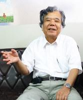 沖縄への思いなどを語る、奈良沖縄県人会副会長の崎浜盛喜さん=奈良市で、皆木成実撮影